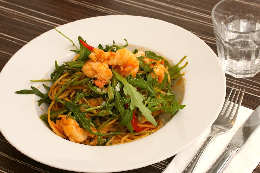 Garnelen mit Rucola auf Spaghetti